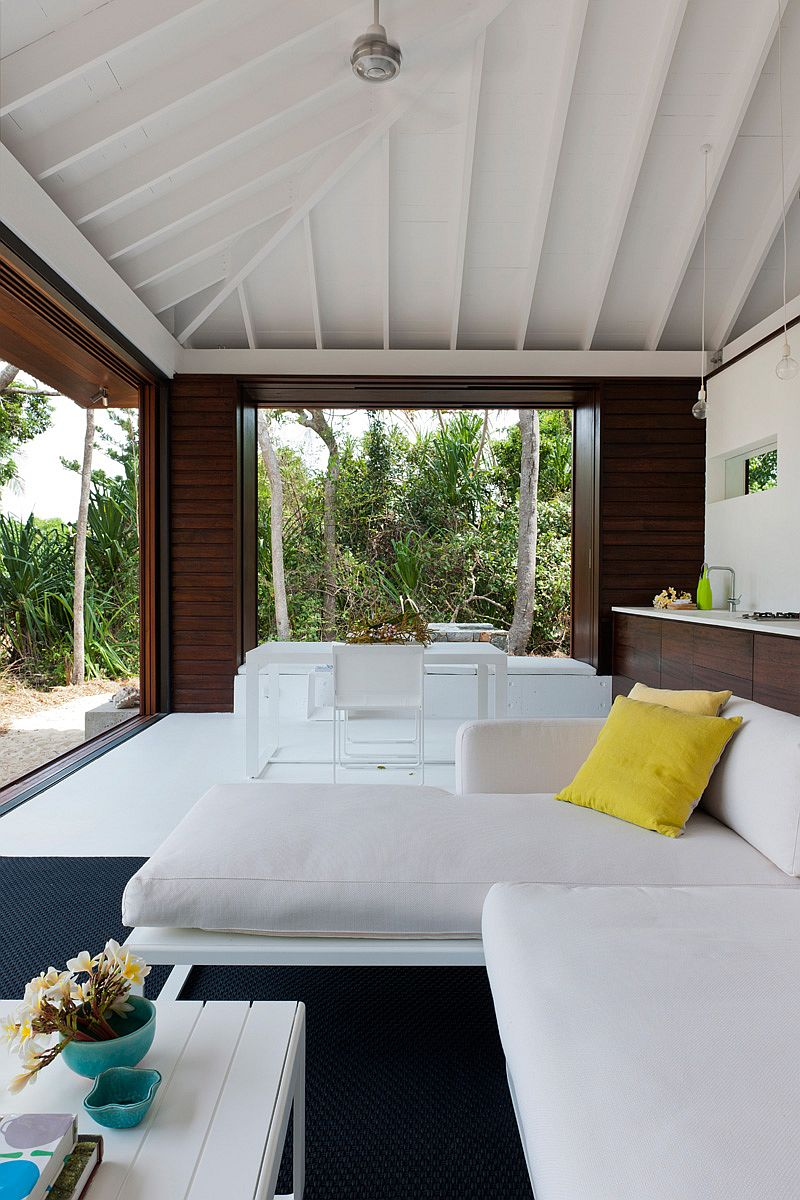 Small tropical style beach house opens up to the world outside Indoor outdoor interior design