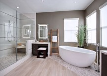 Wood-effect porcelain in a modern bathroom