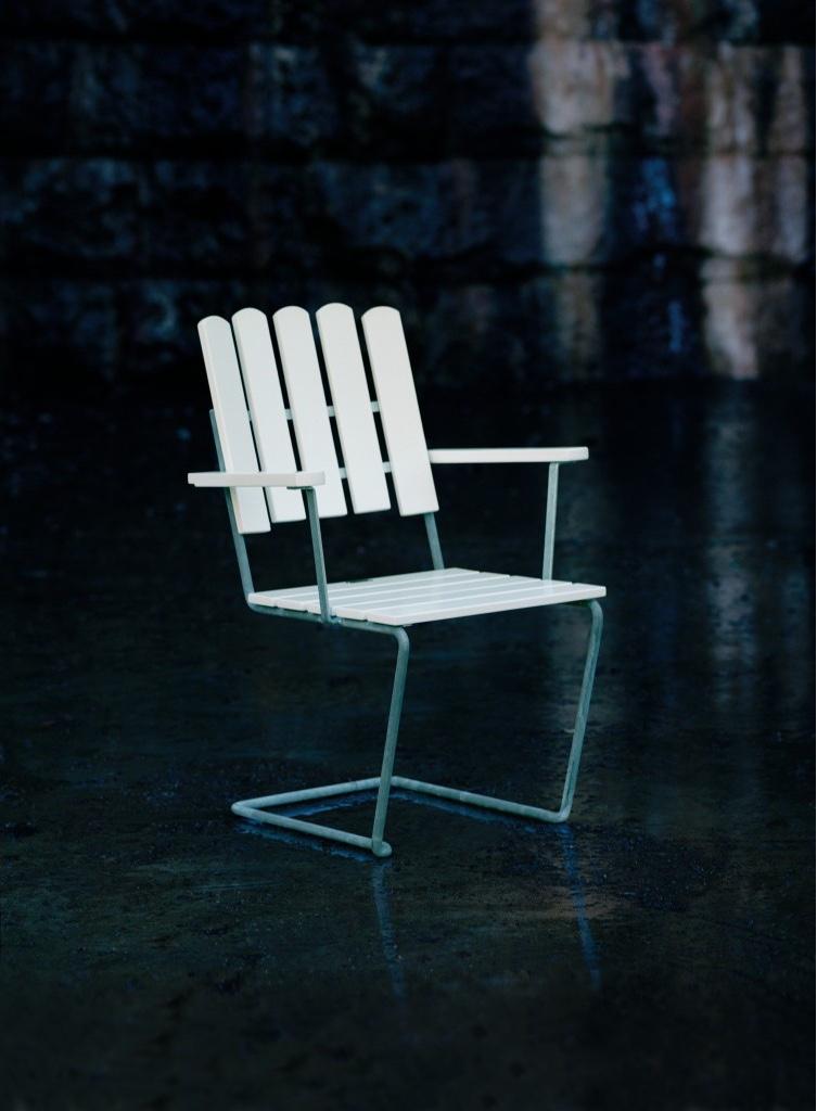 Grythyttan Stålmöbler's A2 cantilever armchair. Designed in 1930 byArtur Lindqvist.