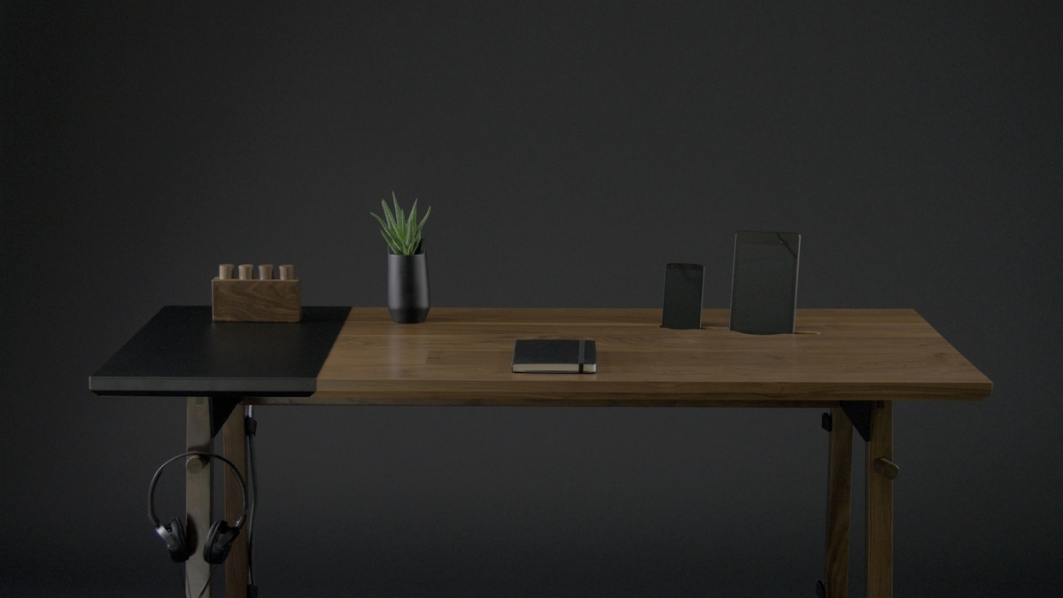 Artifox Desk 01 walnut.