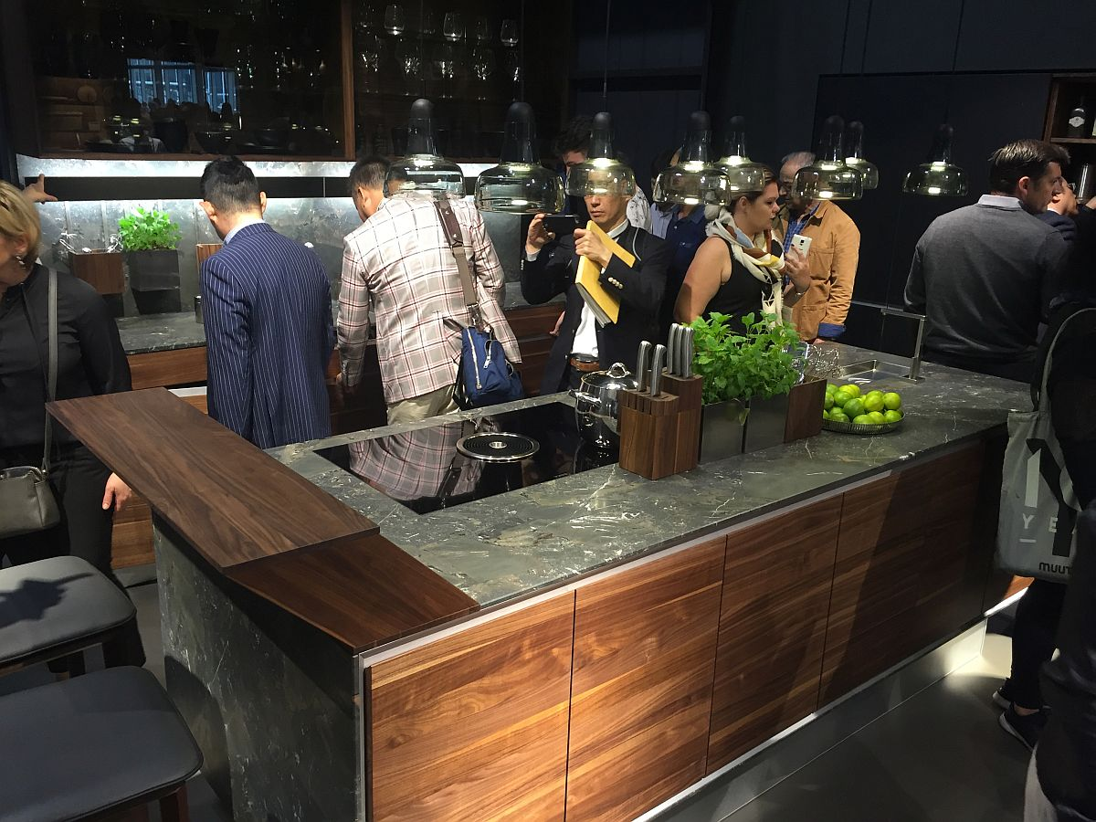 Classy kitchen worktop with extendable prep zone and serving station - Team 7 at Milan 2016