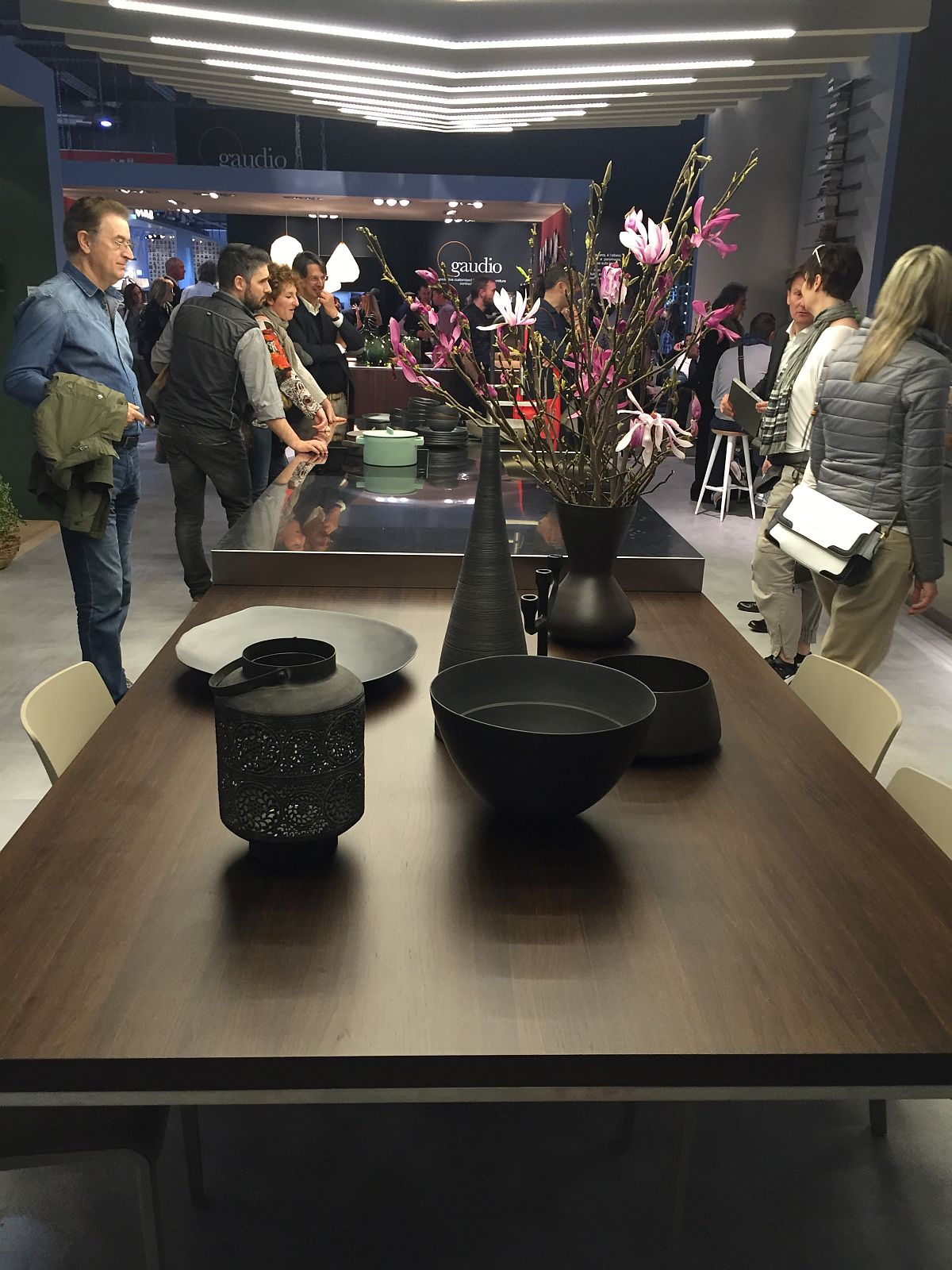 Combine your dining room and kitchen into one elegant family zone – Milan 2016