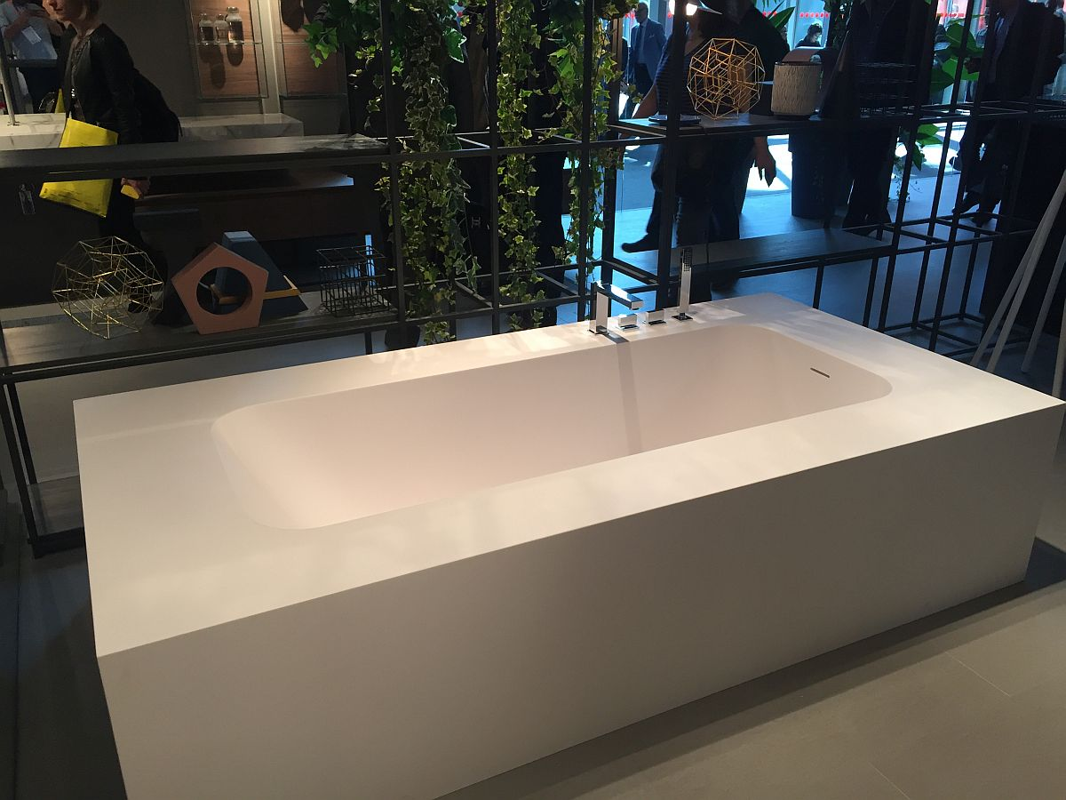 Contemporary freestanding bathtub from IDEAGROUP bathrooms