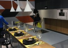 Contemporary kitchen island with breakfast zone - Leicht at EuroCucina 2016