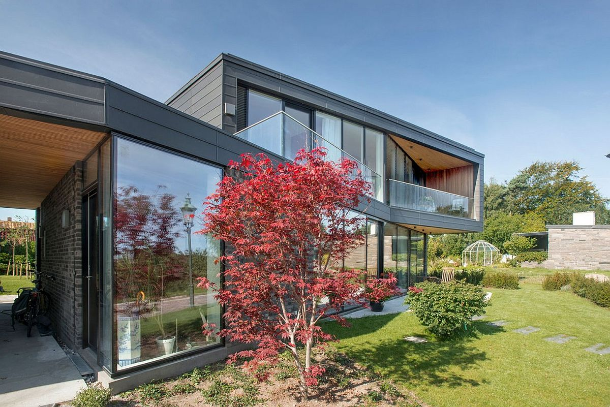 Contemporary residence in Denmark with mirrored parallelogram levels