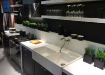 Contrasting kitchen worktop and cabinets in white and black