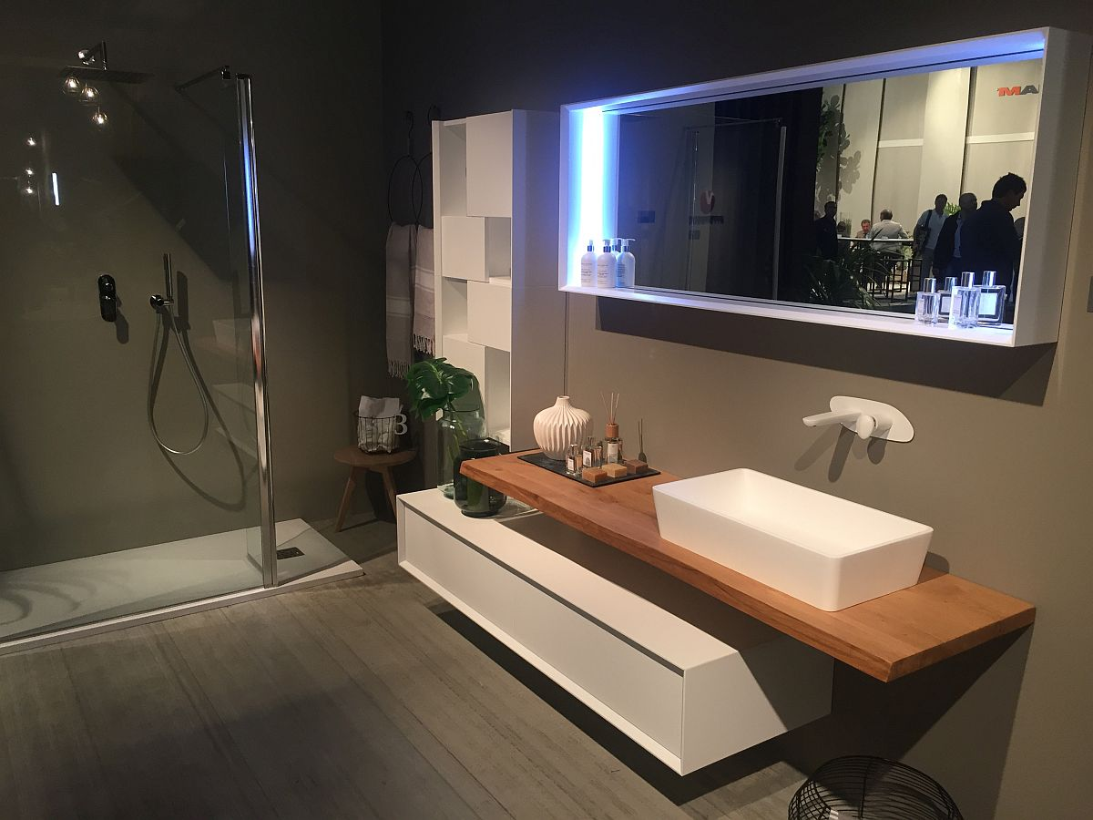 Custom bathroom deisgn by Puntotre with sleek contemporary vanity