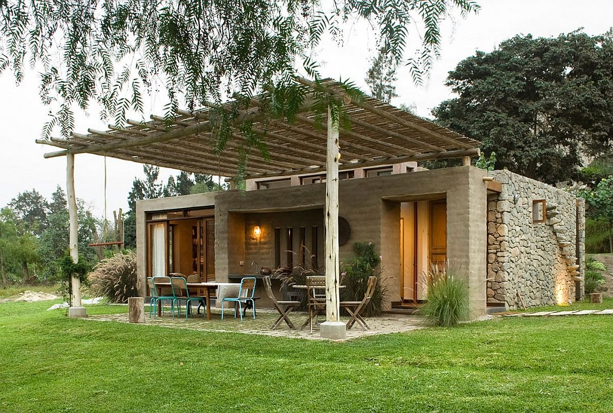 Design of the pergola structure in natural materials is erfect for the stone house