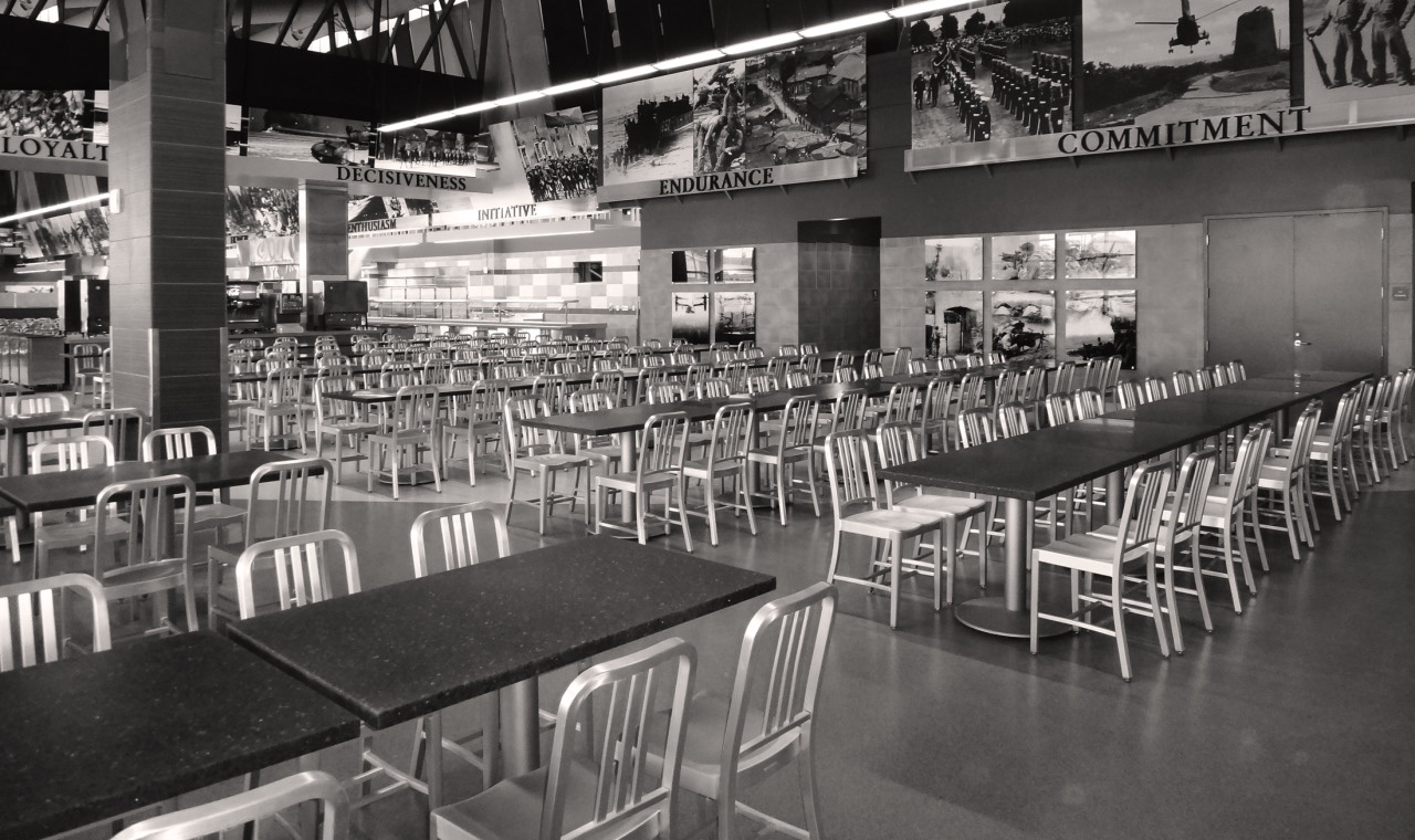 Emeco 1006 Navy Chairs at a US military dining facility. Image via Emeco News.