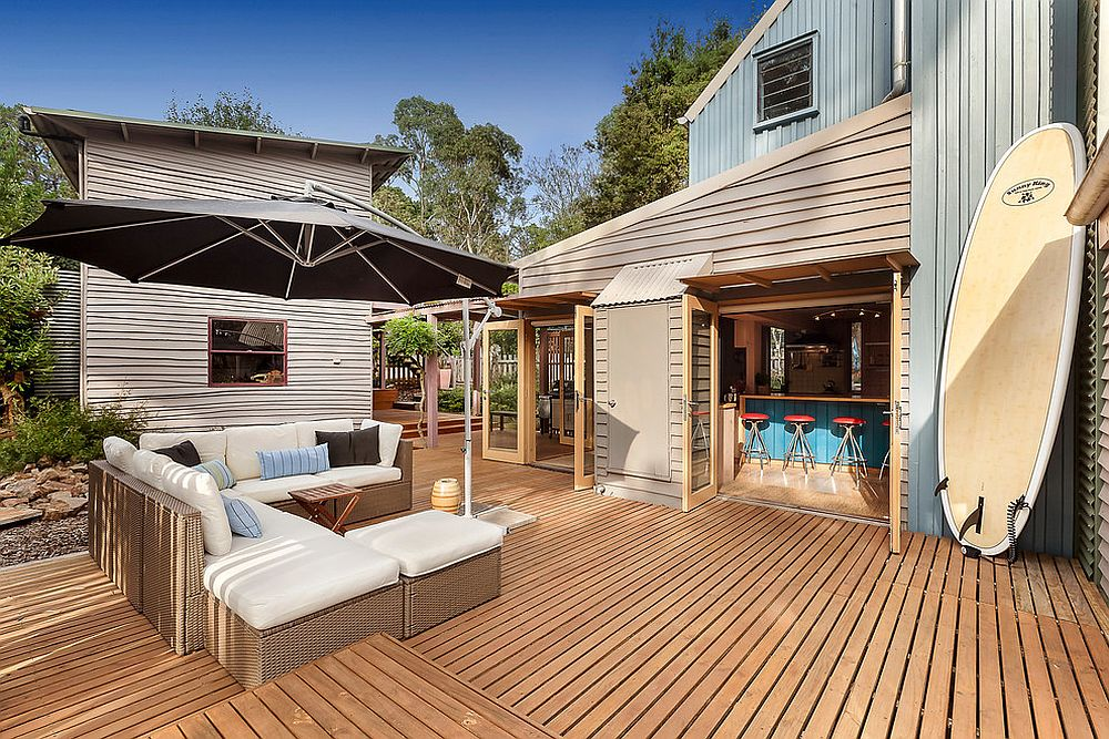 Extensive timber decks move into the landscape to take the living area outdoors