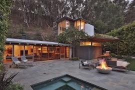 Ranch-Style Santa Monica Home Draped in Pleasant Rustic Modernism