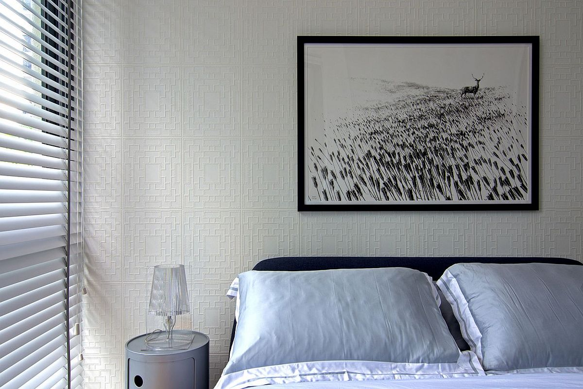Fabulous way to add texture to the bedroom wall without altering its color scheme
