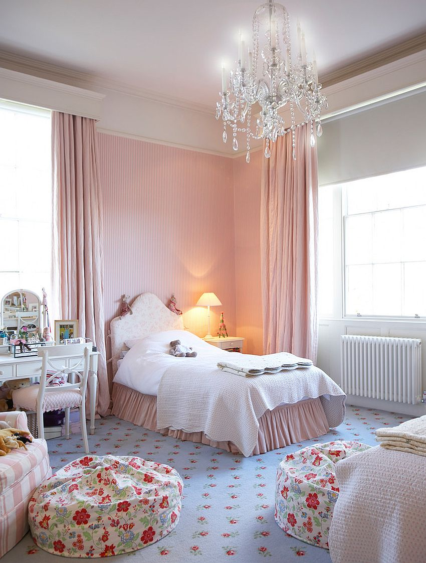 Fashionable use of striped accent wall in the shabby chic kids' bedroom [Design: Horton & Co]