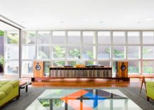 Glass panes in the backdrop bring the outdoor inside with ease