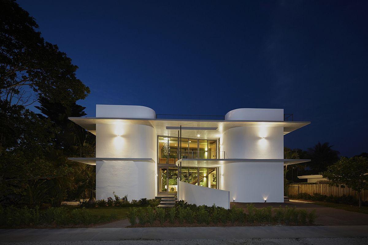 Gorgeous residence in Miami Beach with ingenious Miami Modernist style
