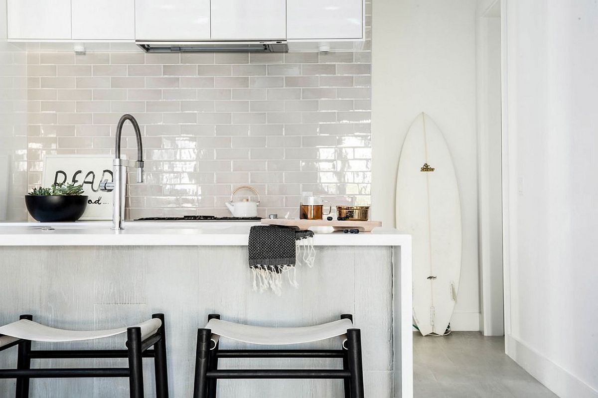 Kitchen in white with tiled backdrop and a lovely island