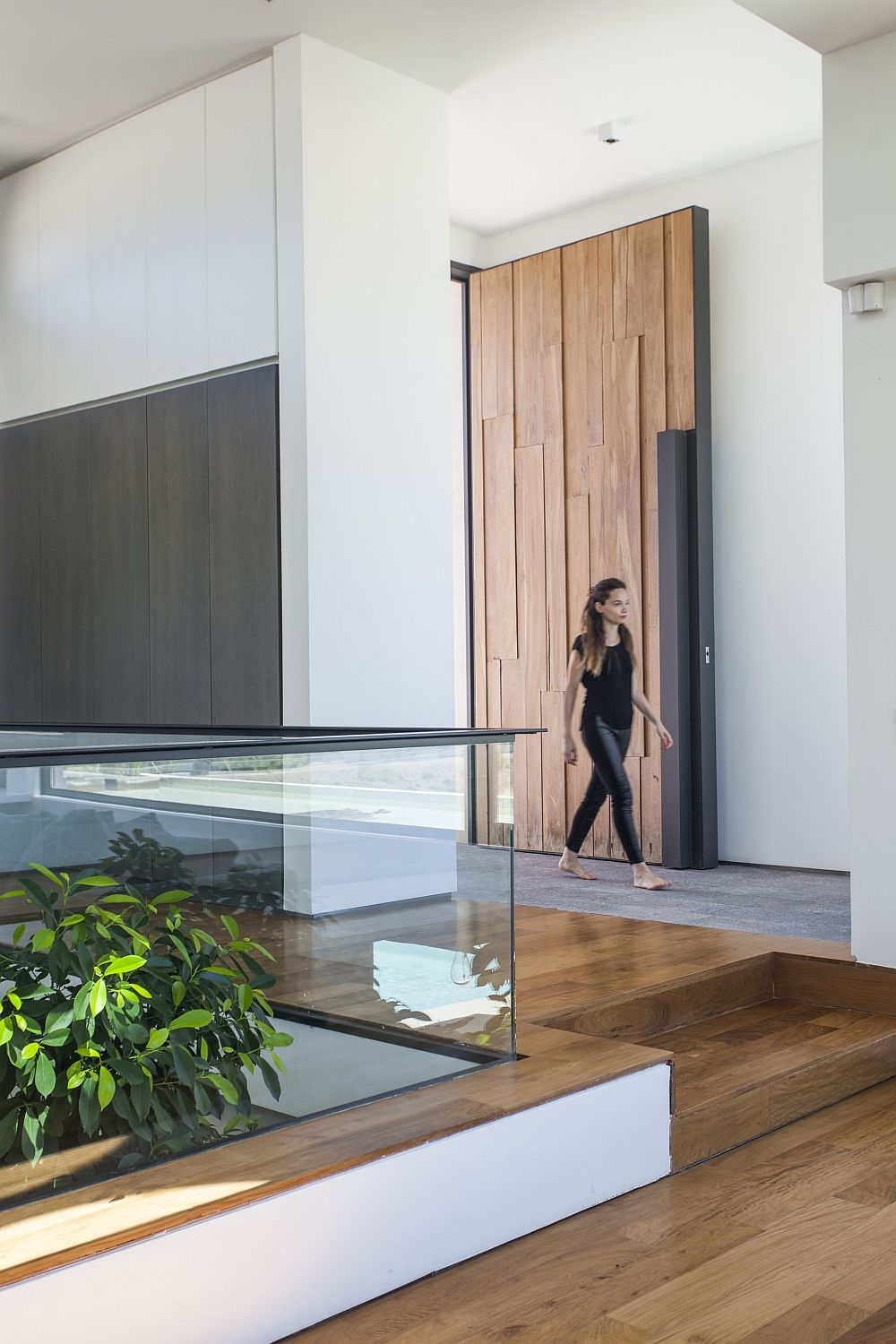 Large Lapacho wood door for the stylish Casa Rampa