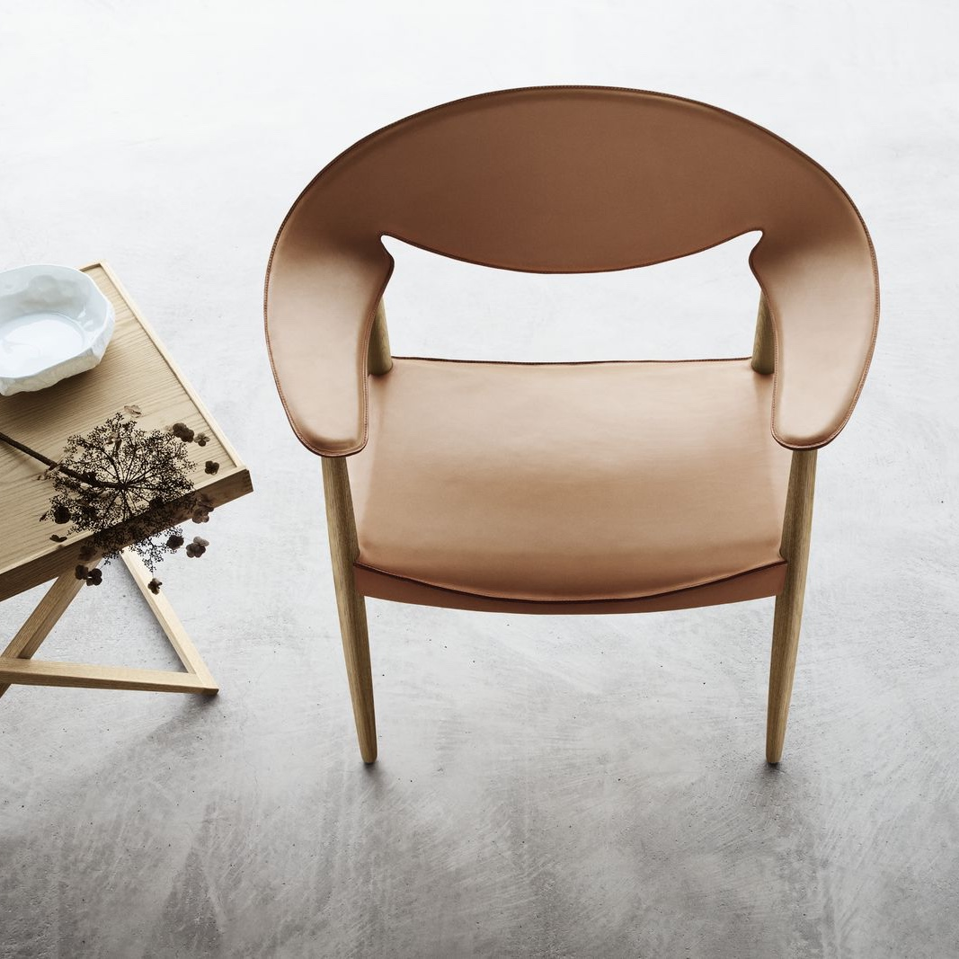 Metropolitan Chair in cognac leather. Image © Carl Hansen & Søn.