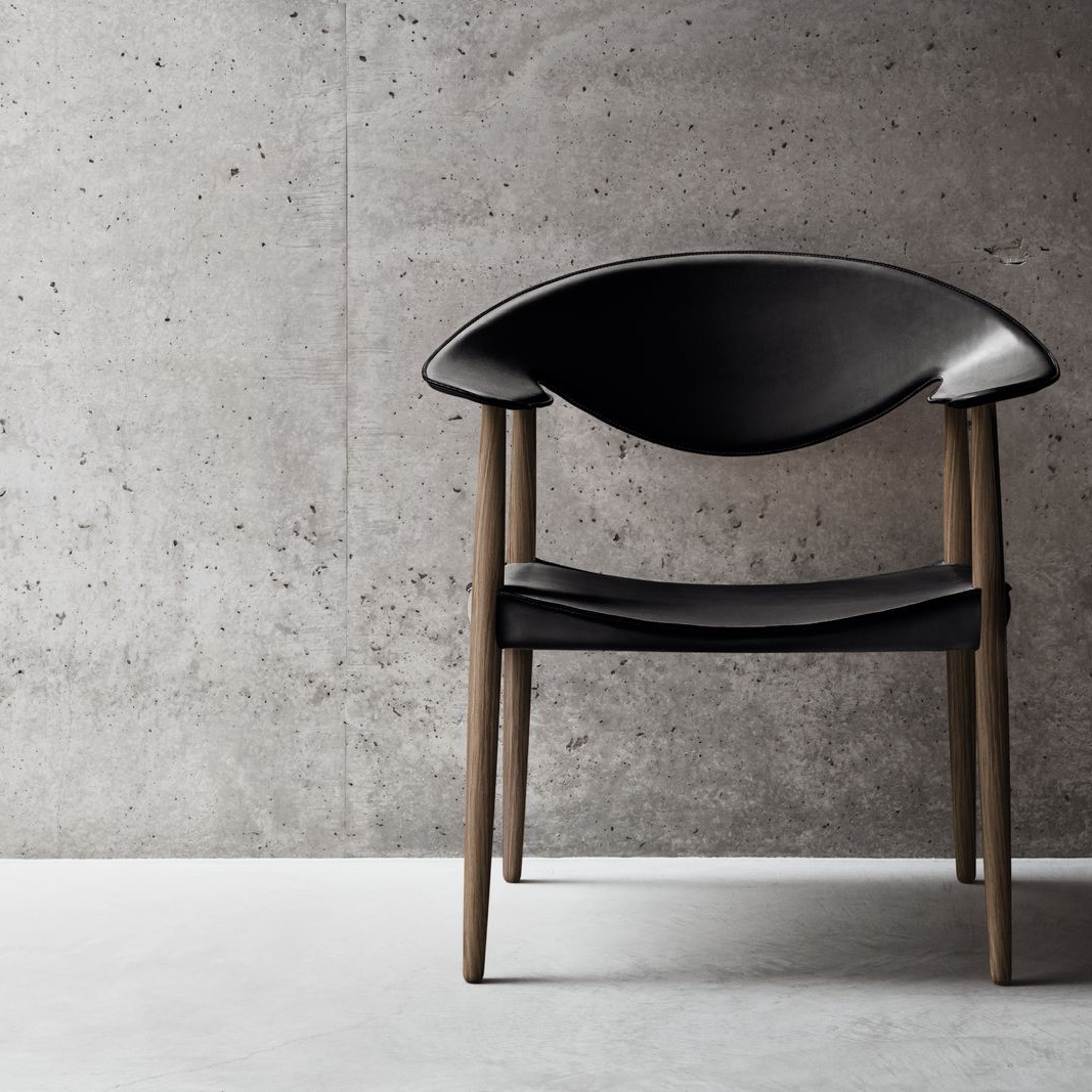 Metropolitan Chair in walnut and black leather. Image © Carl Hansen & Søn.