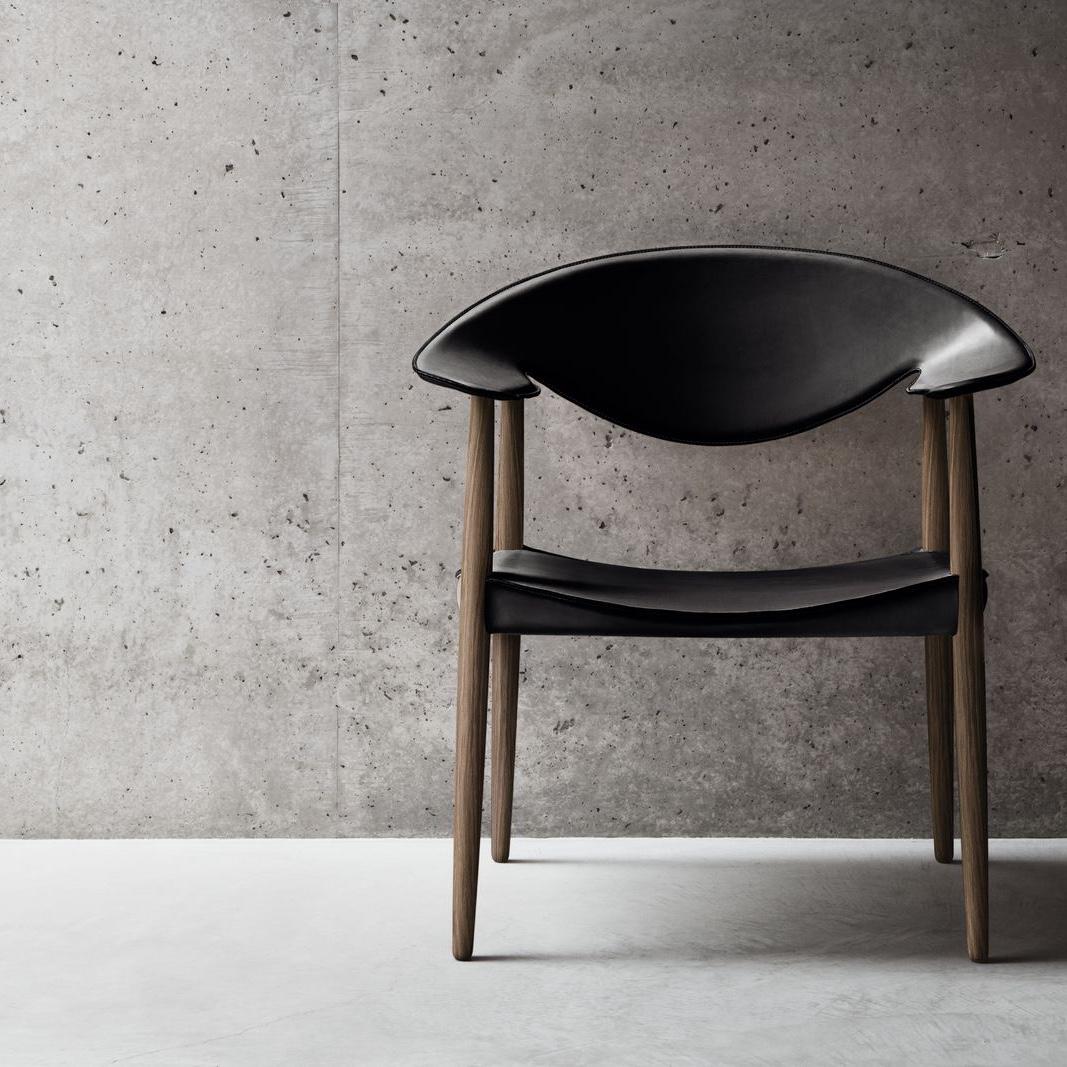 Metropolitan Chair in walnut and black leather. Image © Carl Hansen & Søn.