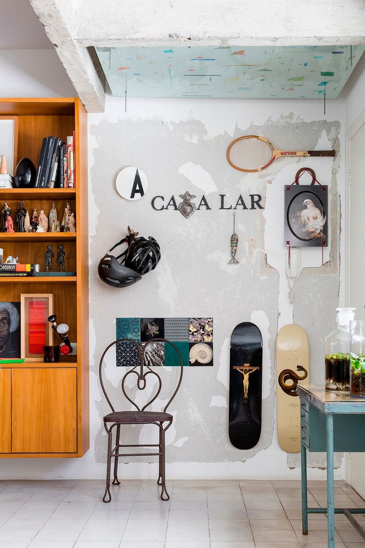 Quirky decor and surfboard decorative pieces inside the Brazilian apartment