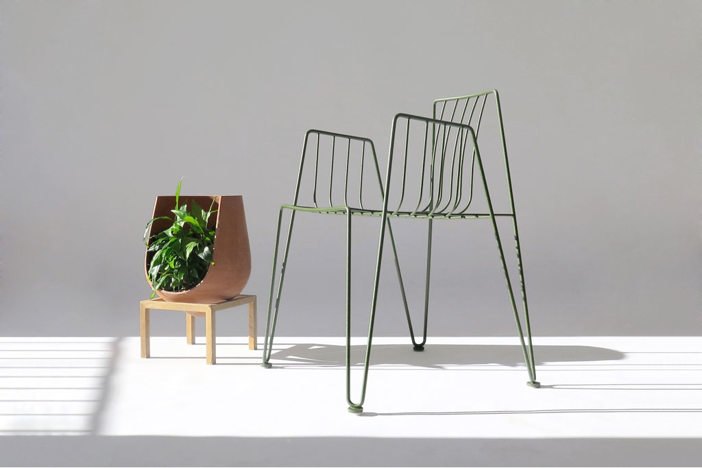 Rambla chair in green byMartín Azia for Mobles 114.