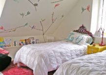 Simple wall decals add color and playfulness to the small kids' room