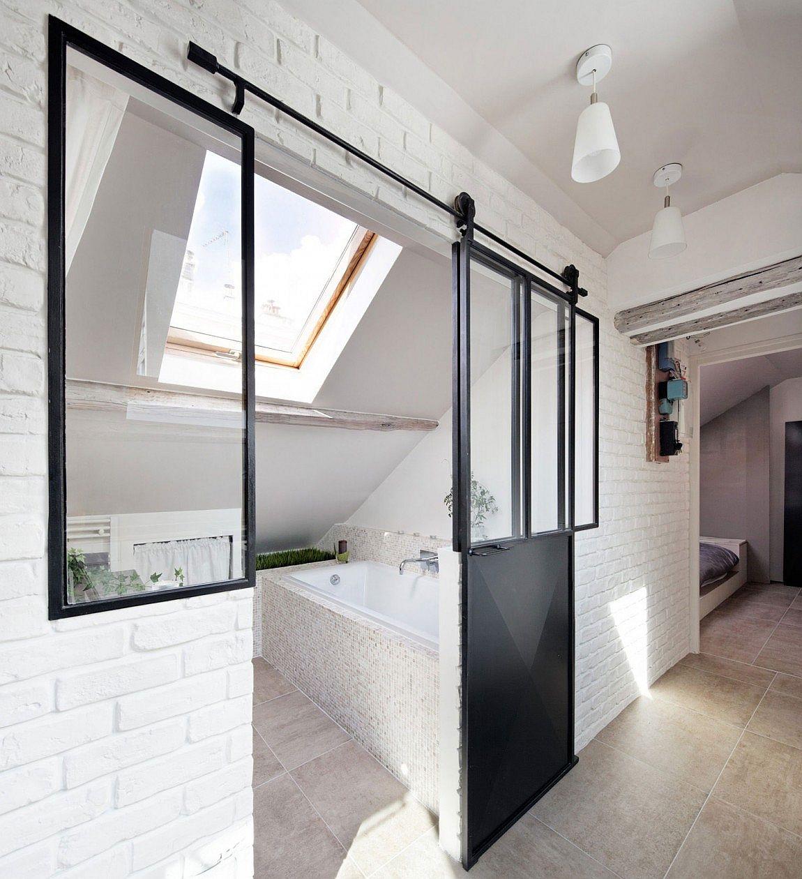 Small bathroom design full of sunlight