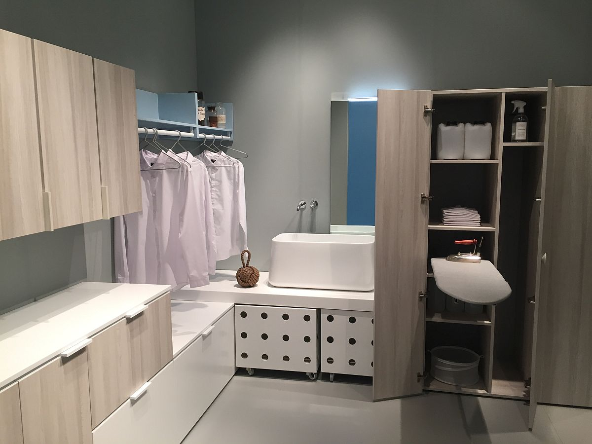 Smart idea for the master suite that blneds the bathroom and bedroom seamlessly!