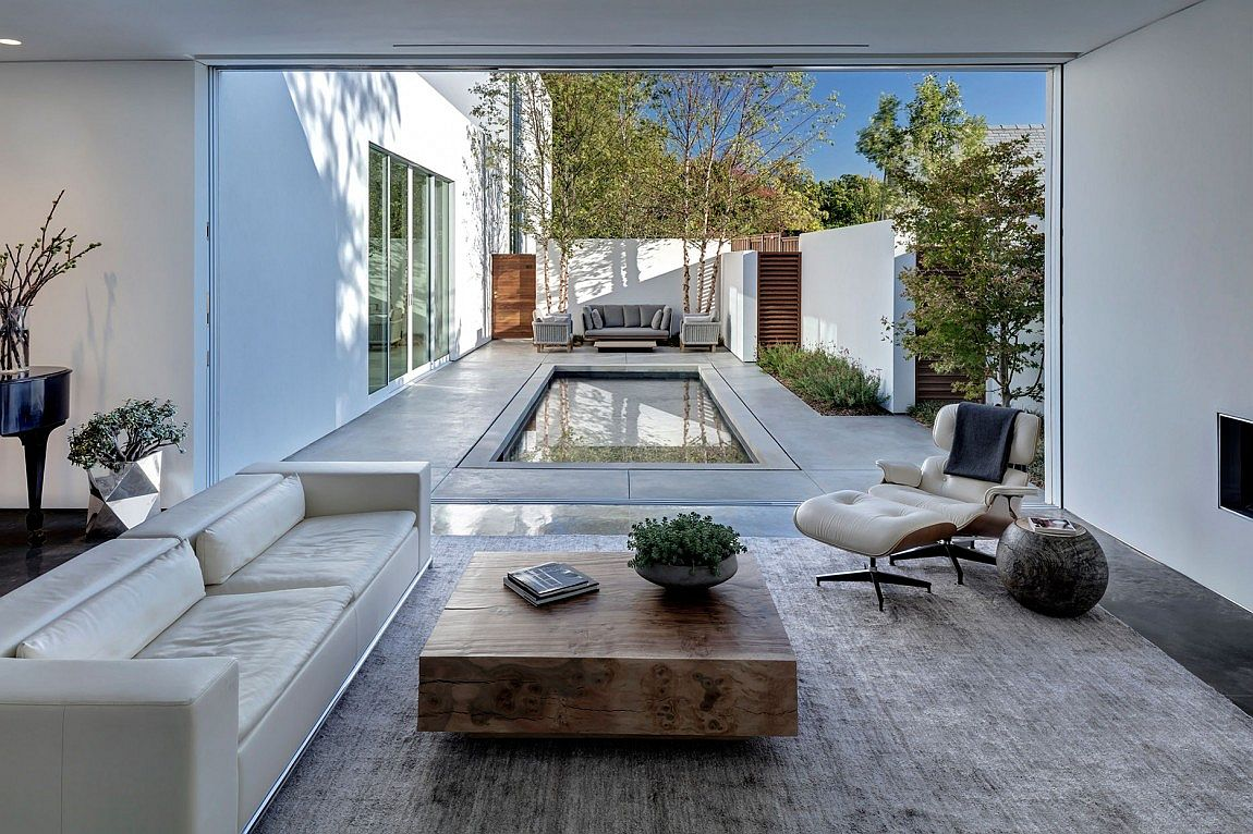 Smart indoor-outdoor interplay of Dalla Residence inspired by courtyard houses
