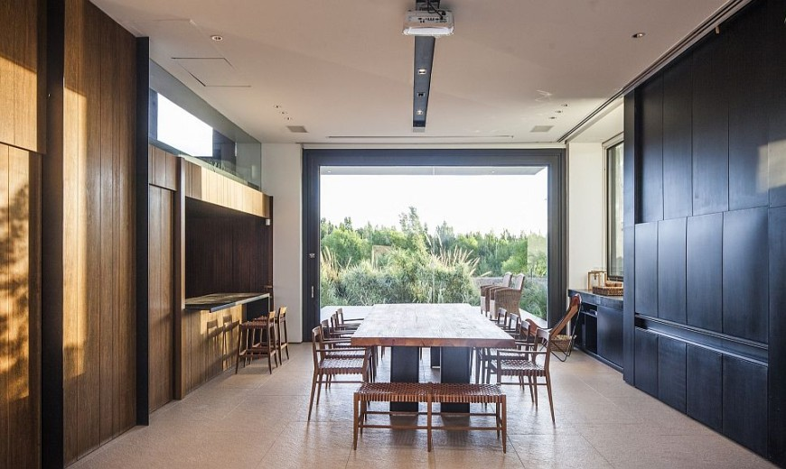 Casa Rampa: Spacious Residence in Argentine Patagonia Overlooks Limay River