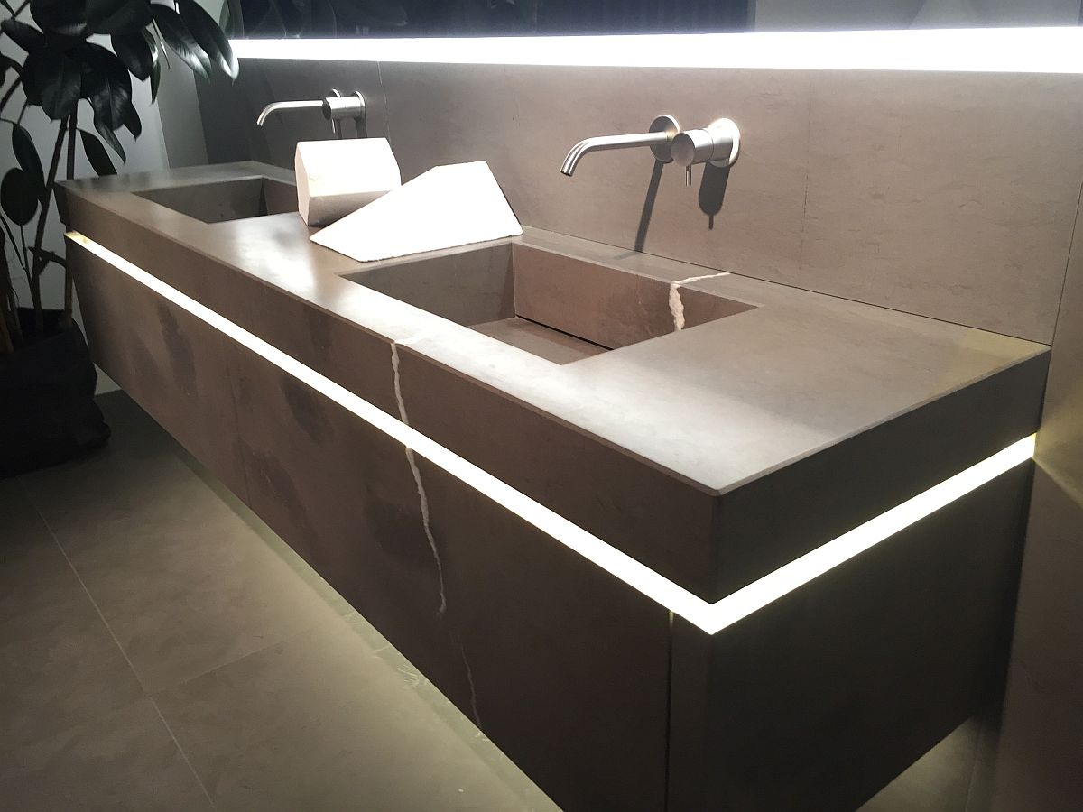 Stylish vanity takes the Bathroom glam to a whole new level