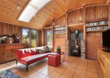Sustainable interior with batten timber cladding and mud brick for the cozy family room 217x155 Bower House: Energy Efficient Beach Style Retreat with Modern Cottage Vibe