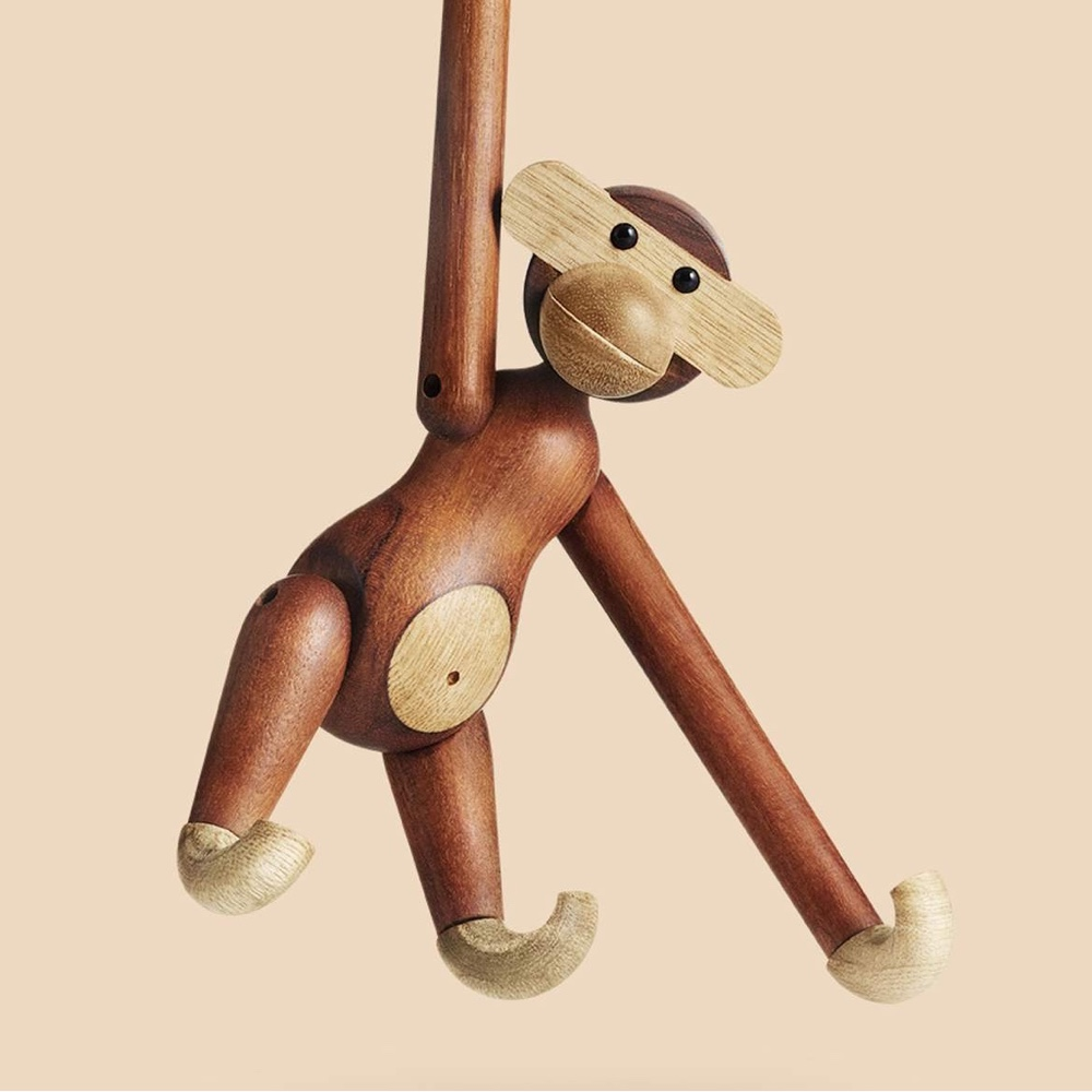Wooden Monkey with his knowing smile. Image via Brdr. Krüger.
