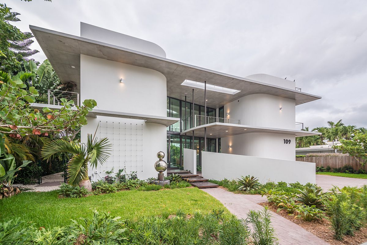 Twin round cornered blocks shape the cool home of Miami