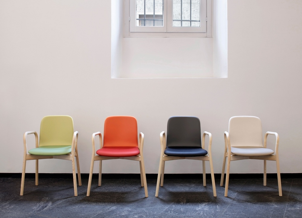 The Two Tone chair, designed by Ichiro Iwasaki, sets two different colours side by side on the chair's backrest and seat. Image © Iwasaki Design Studio.