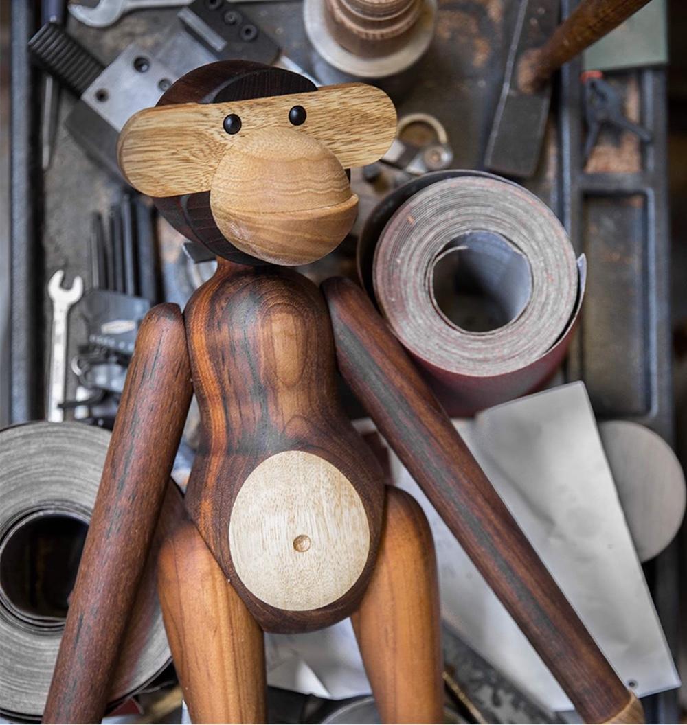 Wooden Monkey.Image viaBrdr. Krüger.