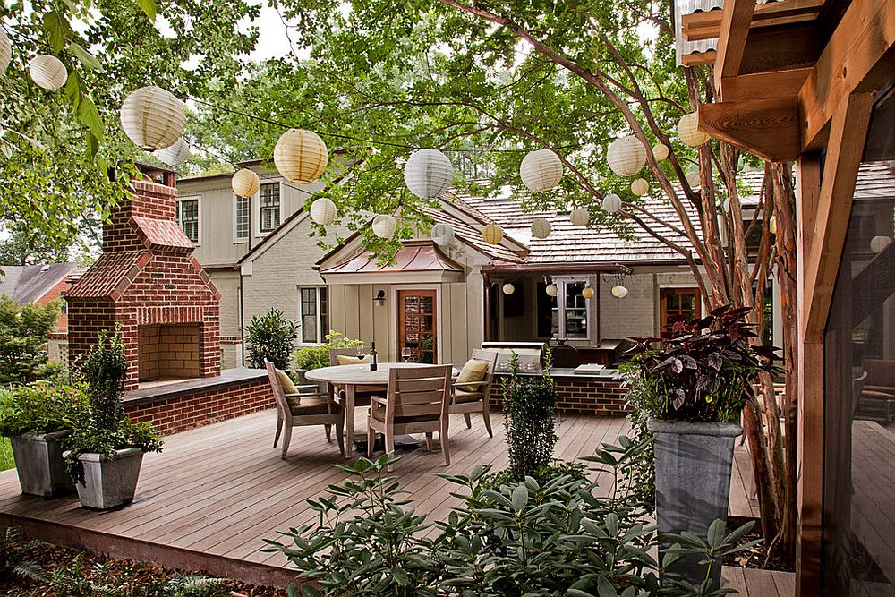 A lineup of paper lanterns does add festive cheer to the deck [Design: Bland Landscaping Company]