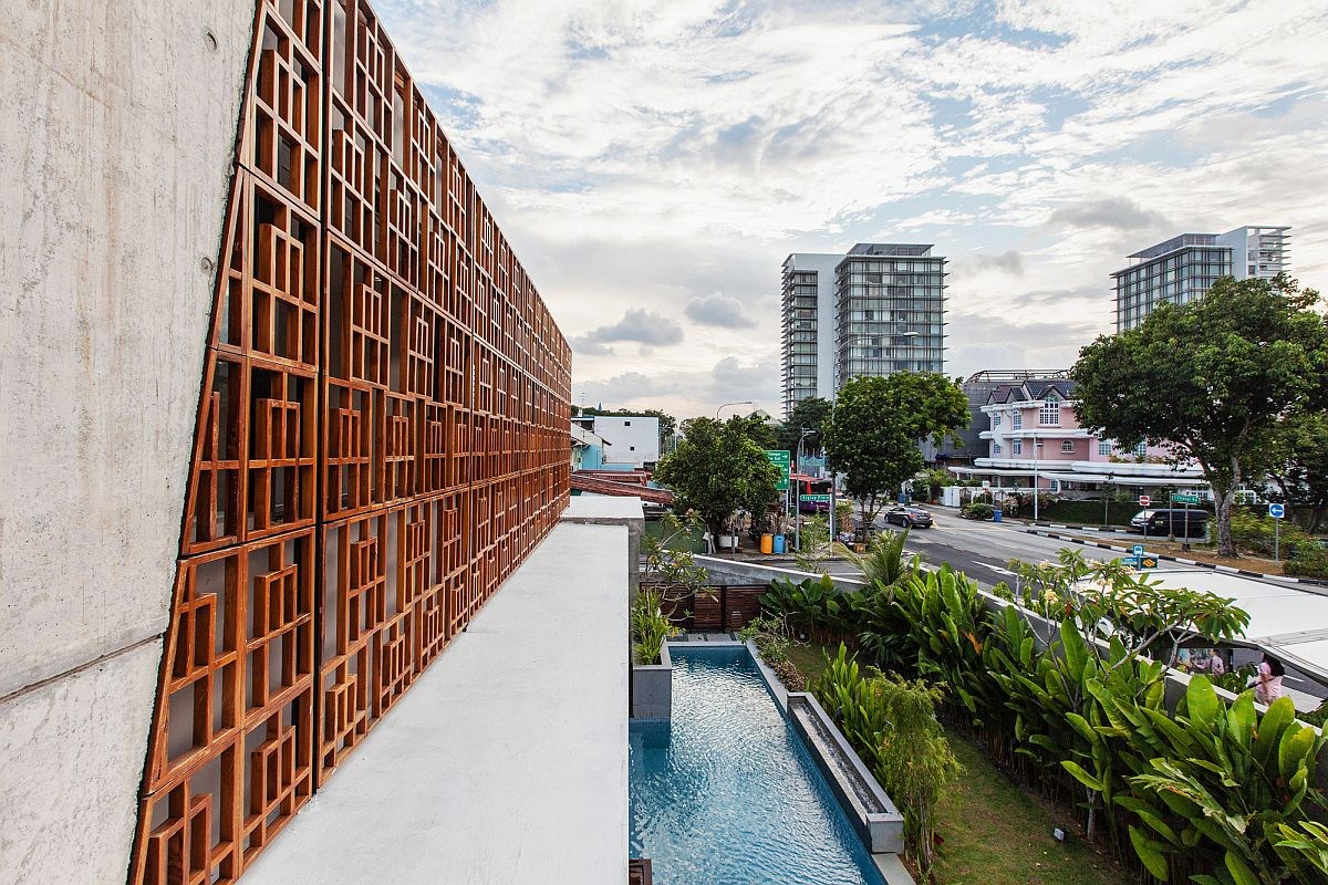 A look at the pool area and fabulous teak screens from Bali