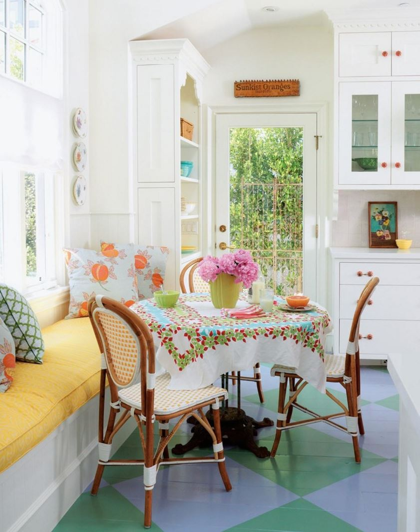Adding bright eclectic style through a round tablecloth