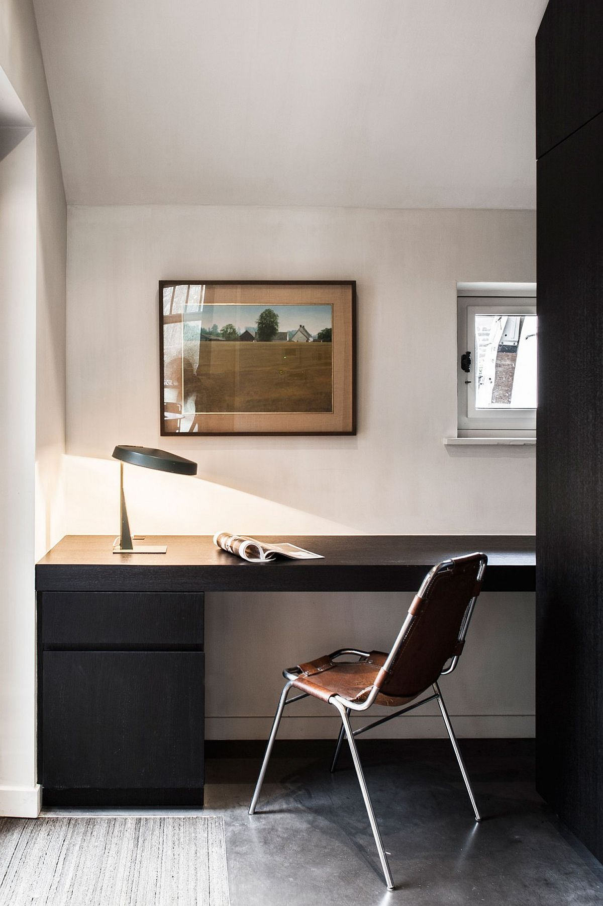 Beautiful and minimal home study and sitting room