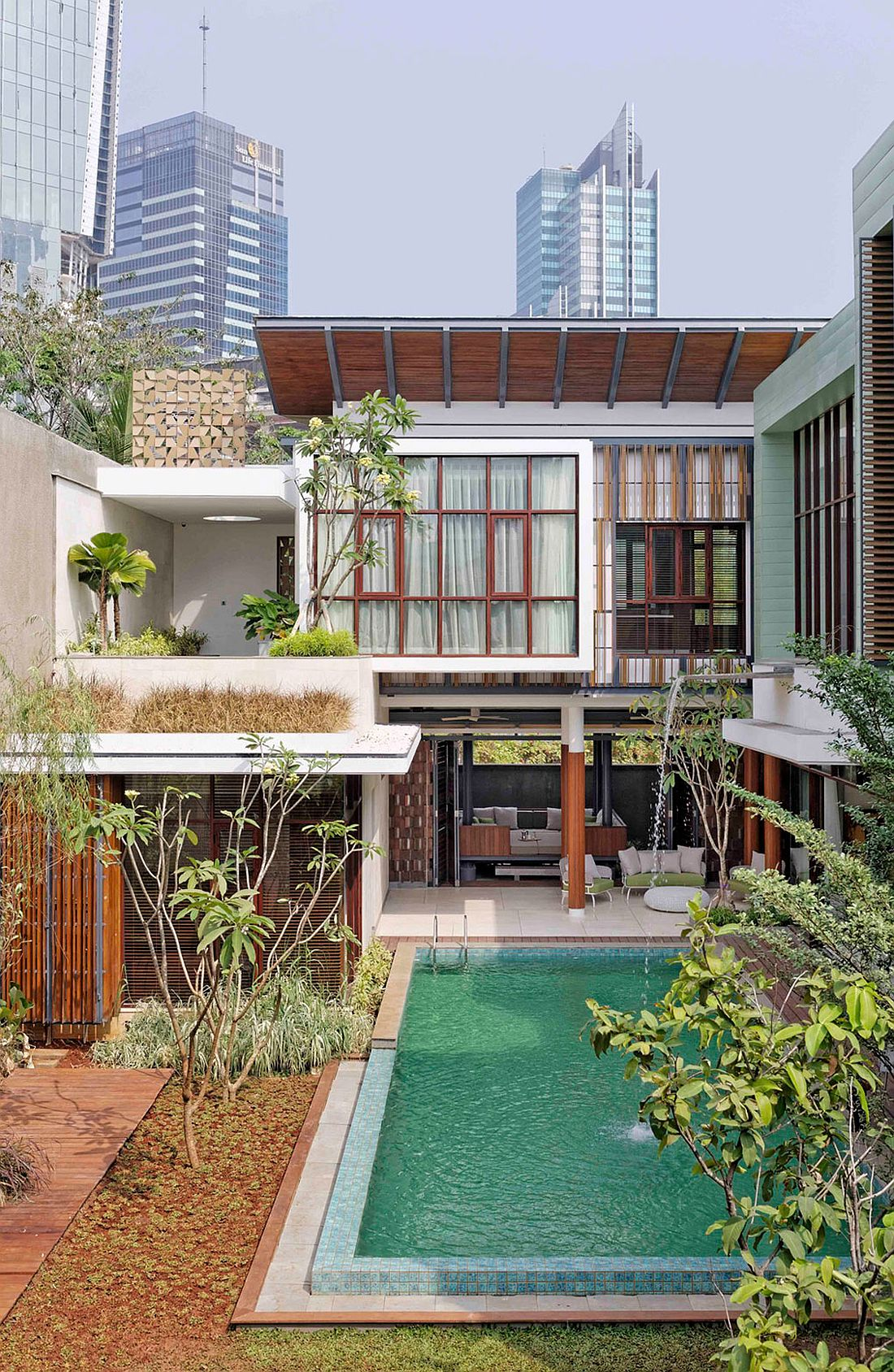 Beautiful blend of Javanese and modern styles shape stylish Jakarta Residence