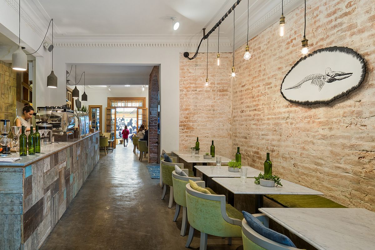 Beautiful brick walls and lighting give the restaurant a light-hearted and cozy appeal