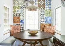 Breakfast nook with an inimitable backdrop made of patchwork tiles