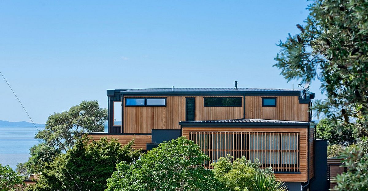 Contemporary cliff-top home in Auckland with fabulous sea views