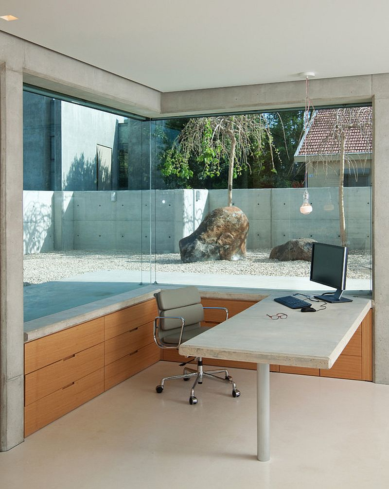 Corner window of the home office offers a glimpse into the rock garden outside [Design: Elad Gonen]