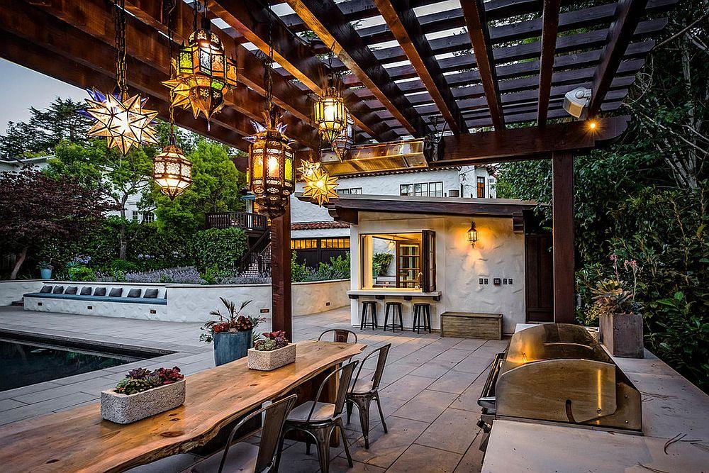 Dazzling lighting fixtures fashion an enchanting backyard [Design: Black Bear Builders]