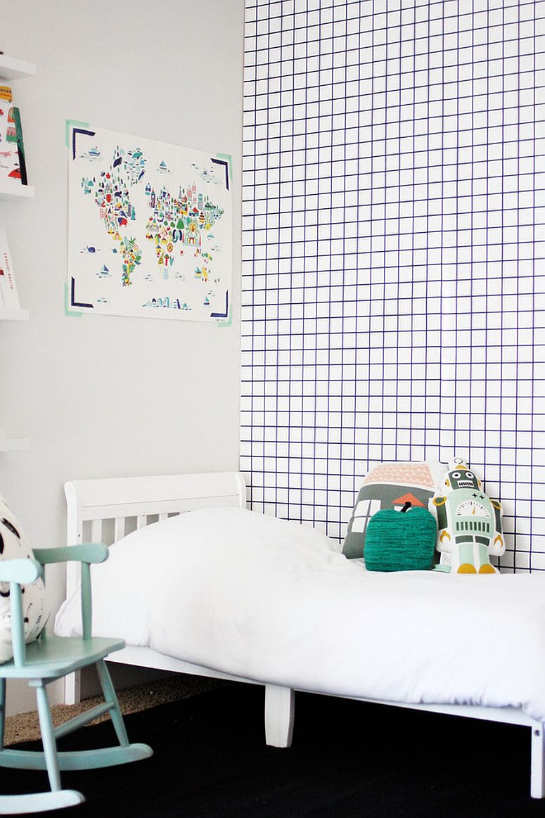 Geometric wallpaper does not get simpler than this [Design: Jennifer Hagler]