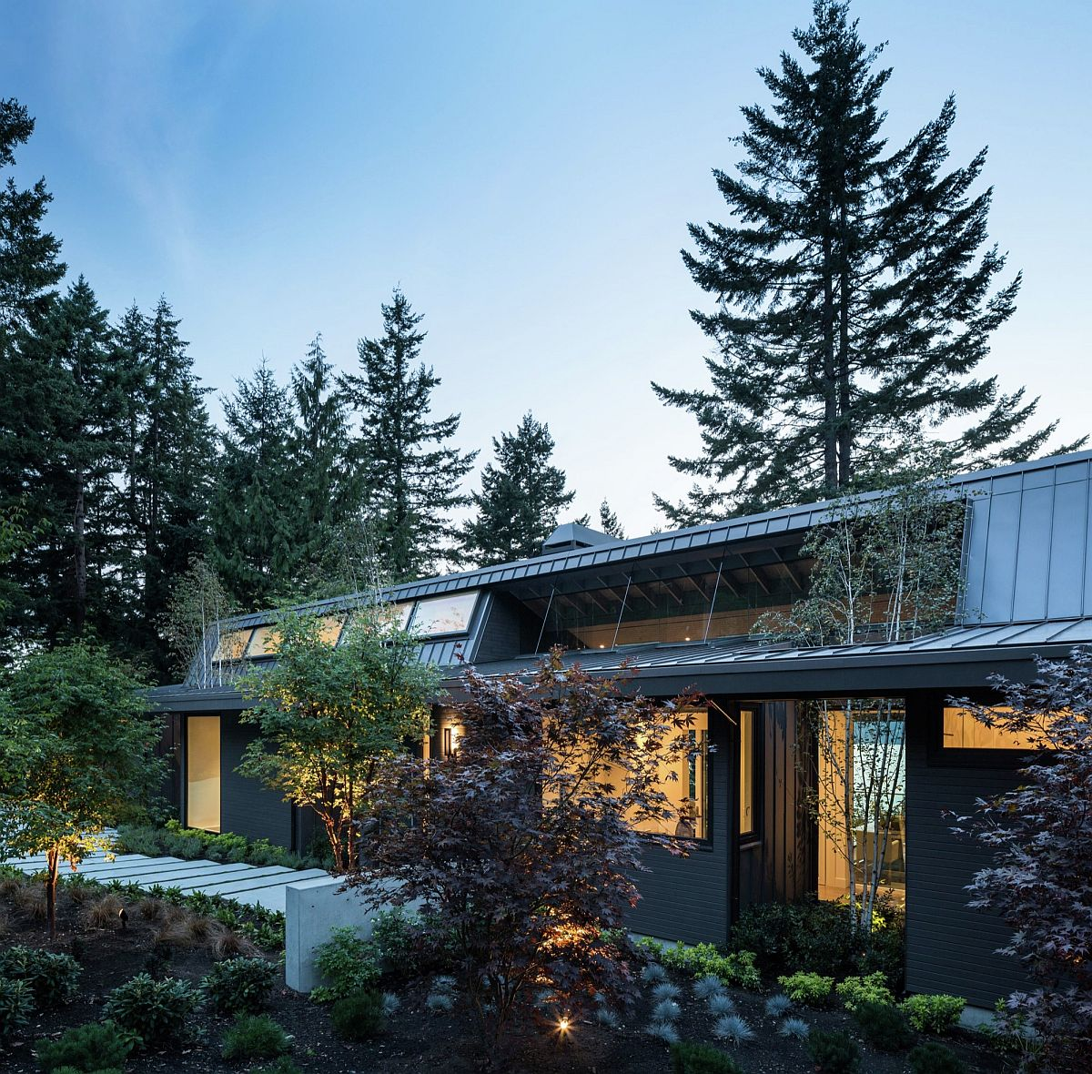 Gorgeous and relaxing contemporary home in in West Vancouver British Columbia Taking in the View: Lovely Vancouver Home Extends Its Living Space Outdoors
