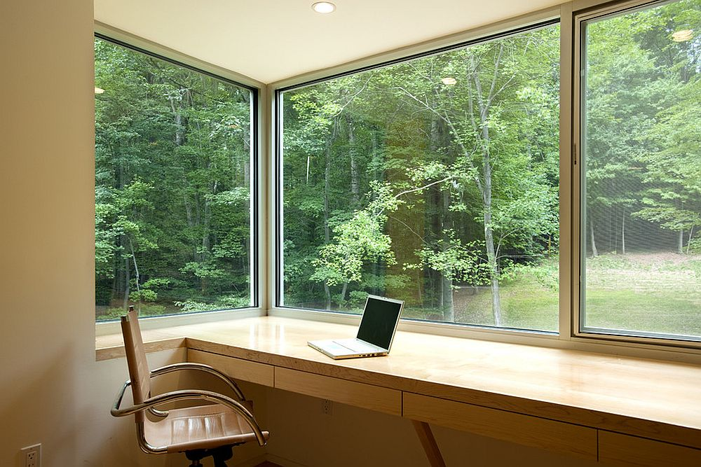 Greenery outside becomes a part of the home office [Design: KUBE architecture]
